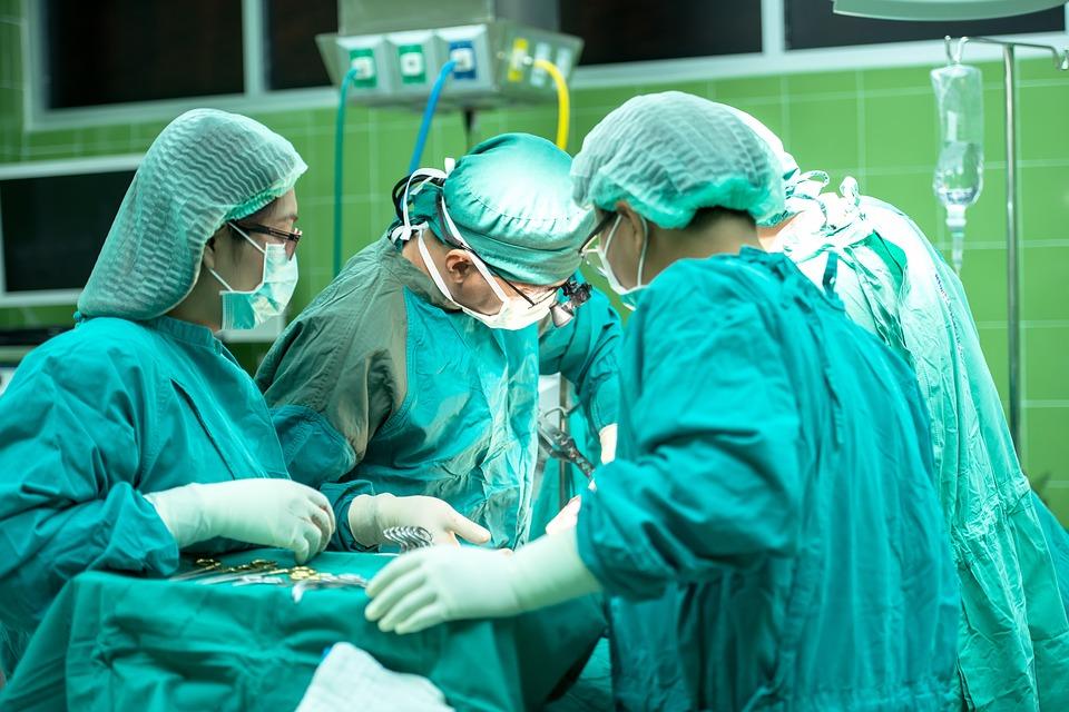 医生手术2.jpg