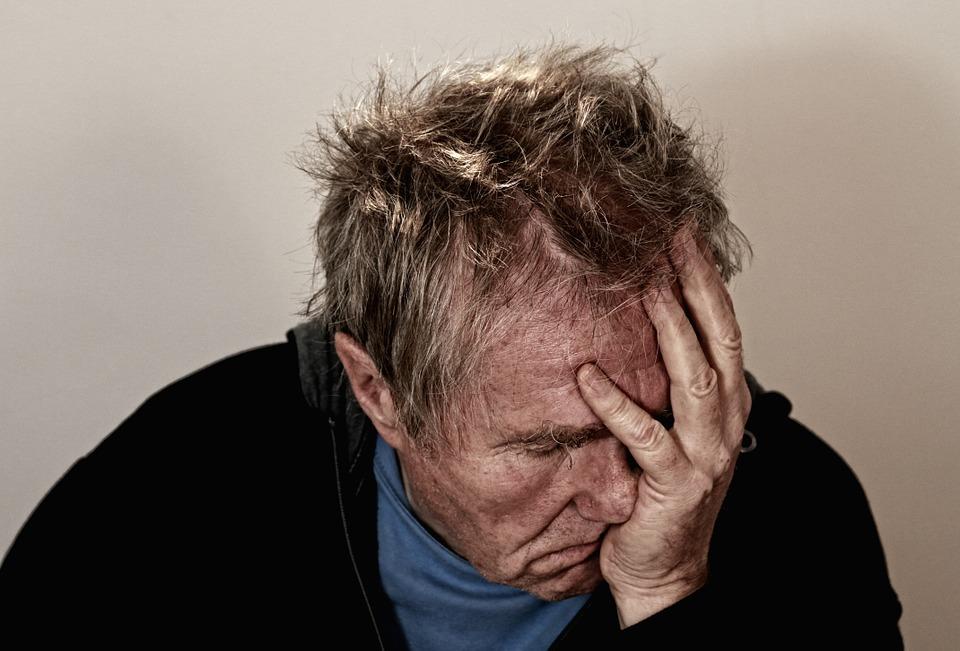 老人头痛.jpg