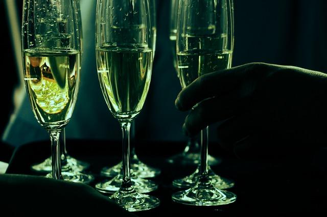 酒杯.jpg