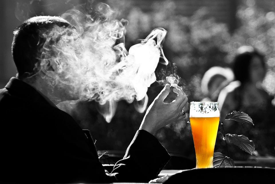 吸烟喝酒.jpg